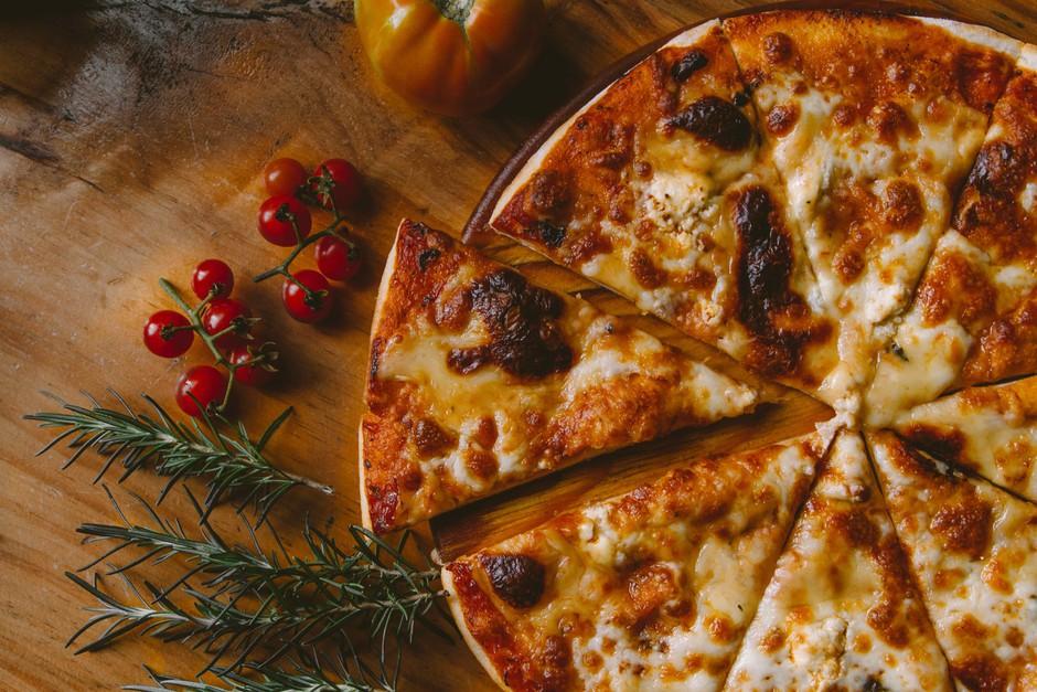 RECEPT za božansko pizzo BREZ kalorij (prepriča tudi največje dvomljivce) (foto: Unsplash.com/IvanTorres)