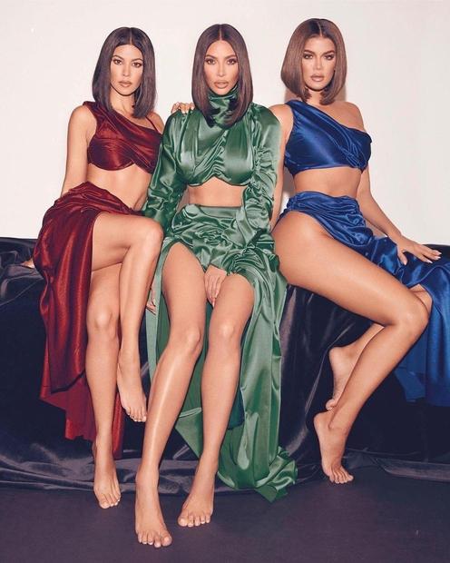 Vez med brati in sestrami je nekaj čisto zares posebnega, se strinjaš? Poglej si samo Kim Kardashian, ki si življenja …