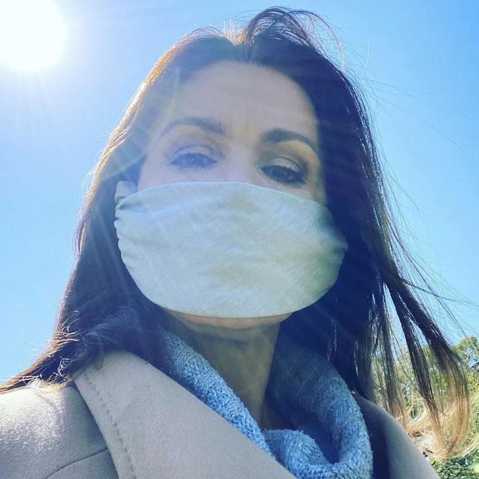 Zakaj je nošenje mask na prostem zdaj tako zelo pomembno? (pojasnilo stroke) (foto: Profimedia)