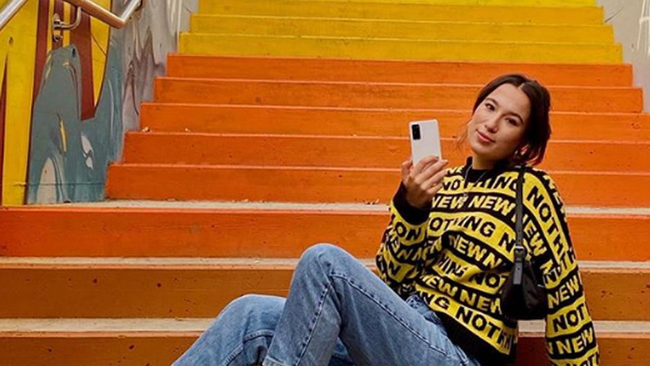 Ne boš verjela, kako PREPROSTA stvar ti lahko prihrani BATERIJO na telefonu (izklopiti moraš TOLE!) (foto: https://www.instagram.com/anabelmusic.si/)