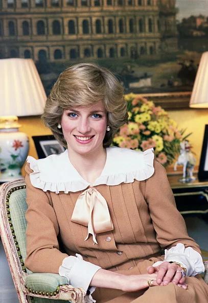 TE rumene hlače, ki jih je oboževala princesa Diana, najdeš TUKAJ (za zgolj 30€) (foto: Profimedia)