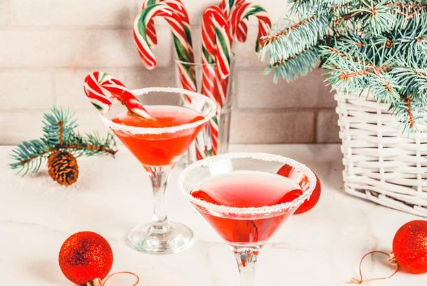 Si za decembrsko vzdušje že novembra? Mi tudi! 🙋♀️ Zate imamo noro dober gin tonik recept, ki si ga boš …
