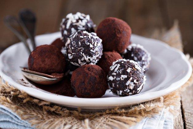 RECEPT za božanske veganske brownie kroglice (brez pečenja in glutena!) (foto: ptofimedia)