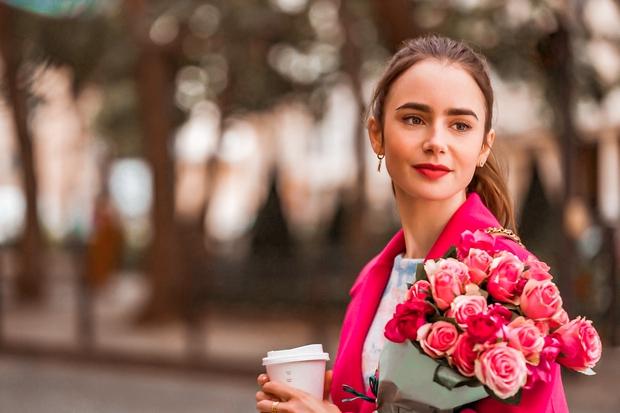 Si že 'bingala' najnovejšo Netflix uspešnico 'Emily in Paris'? Potem si zagotovo naravnost navdušena nad modnim slogom glavne igralke Lily …