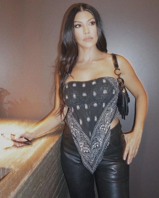 Uou! Ta MODNI trend je letos osvojil VSE zvezdnice (tudi Kourtney Kardashian) (foto: Profimedia)