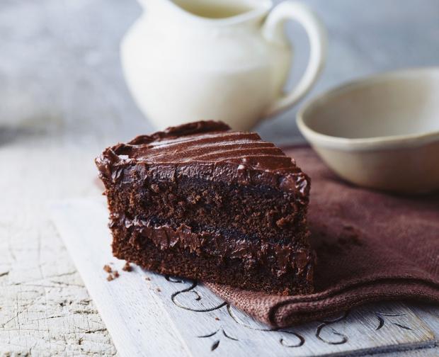 Je kdo rekel nedeljsko sladkanje z najbolj okusno čokoladno torto, kar si jo kdaj pekla in okusila, seveda? 🤩 Jaaaa! …