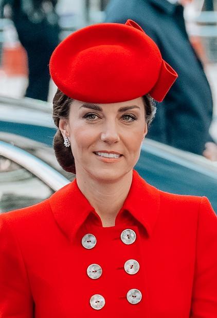 Ves svet pozna vedno urejeno Kate Middleton kot ženo princa in prestolonaslednika Velike Britanije, ki bo nekoč postala kraljica. Njuno …