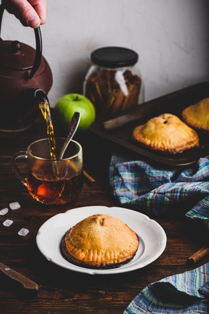 Slastni polnjeni žepki so ena izmed najbolj priljubljenih pekovskih slaščic božičnih praznikov, saj se kar topijo v ustih, hkrati pa …