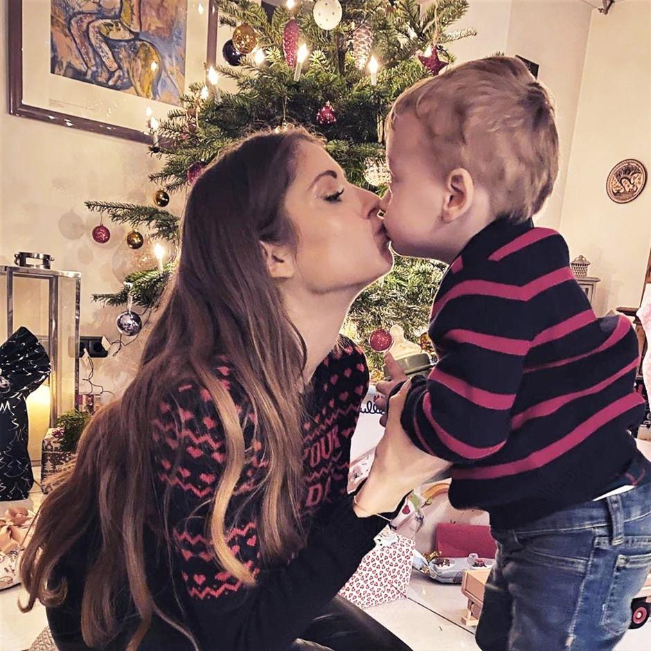 """""""Srce se mi trga, ker za božič svojim otrokom ne morem dati tega, kar si želijo"""" (iskren zapis mamice samohranilke) (foto: Profimedia)"""