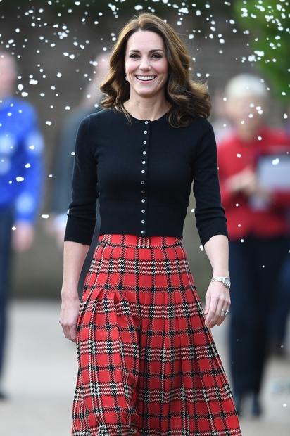 Kate Middleton nam je ponovno postregla z zimskim modnim kosom, v katerega smo se zaljubili na prvi pogled! Da vojvodinja …