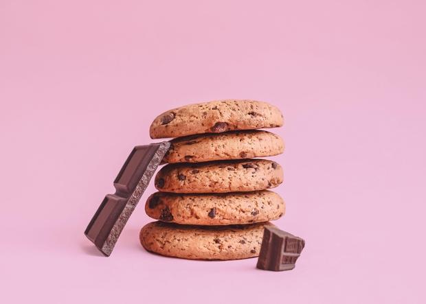 Obožuješ klasične ameriške piškote s slastnimi čokoladnimi koščki, a si želiš, da bi za njih obstajal bolj zdrav recept popolnoma …