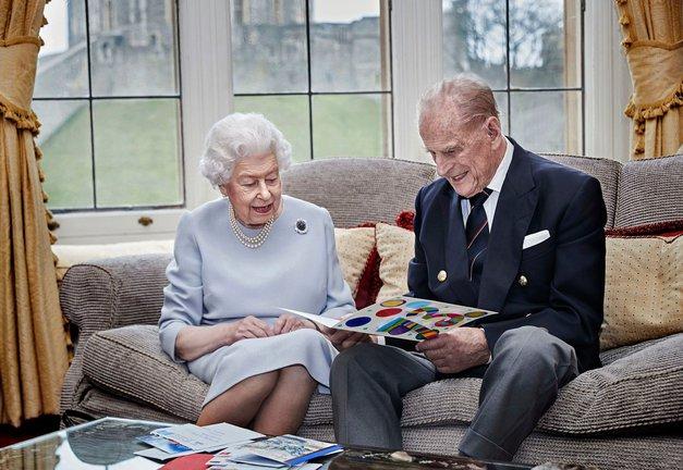 Kraljica Elizabeta II. sporočila ŽALOSTNO vest o smrti moža, princa Filipa 💔 (foto: Profimedia)