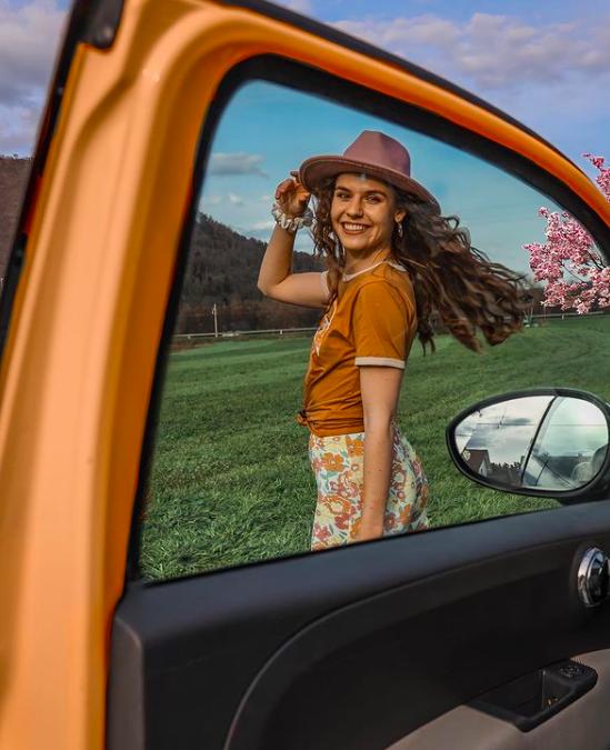 To je NAJ stajling pomladi, in vse kose imaš verjetno že doma (naš navdih je Lili Čadež) (foto: Instagram.com/lilicadez)