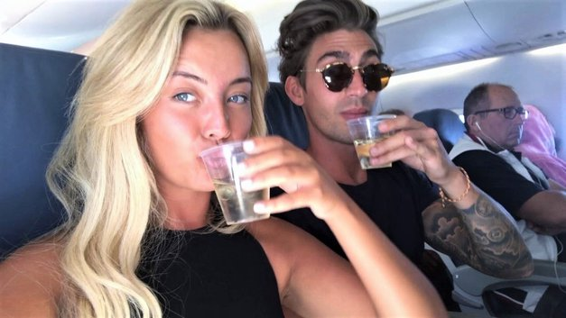 """""""Zadovoljil me je na zadnjih sedežih letala, in to med zasilnim pristankom"""" (vroča izpoved dekleta) (foto: Profimedia)"""