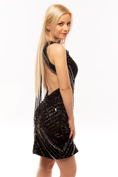 Nina Radi v Sanjskem moškem velja za bolj mirno tekmovalko, ki se na dramo med ostalimi dekleti ne odziva preveč! …