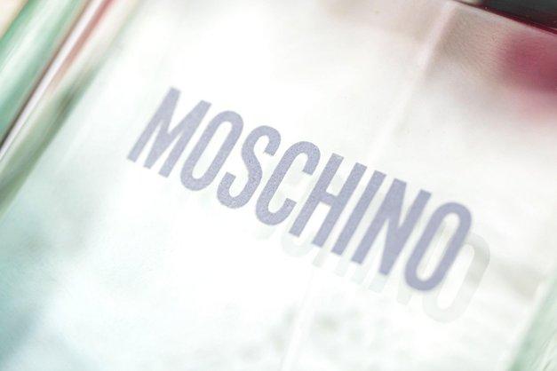 Moschino je predstavil novo torbico za 795€, in svet se sprašuje, ali se HECAJO (foto: Profimedia)