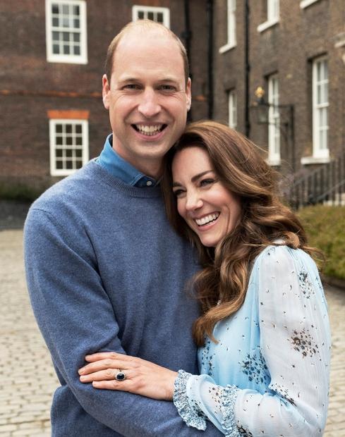 Princ William in Kate Middleton sta prejšnji teden praznovala 10. obletnico poroke, z javnostjo pa sta delila dve naravnost božanski …