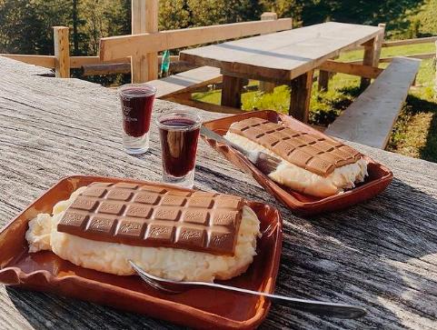Slastne ideje za izlete: To so TOP sladice iz planinskih koč! (foto: Instagram.com/hribovc.si)