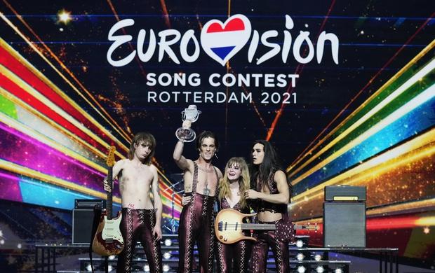 Seksi pevec italijanske skupine Måneskin, ki je na letošnjem tekmovanju za Pesem Evrovizije dobesedno pometla s konkurenco, ponovno vzbuja pozornost, …