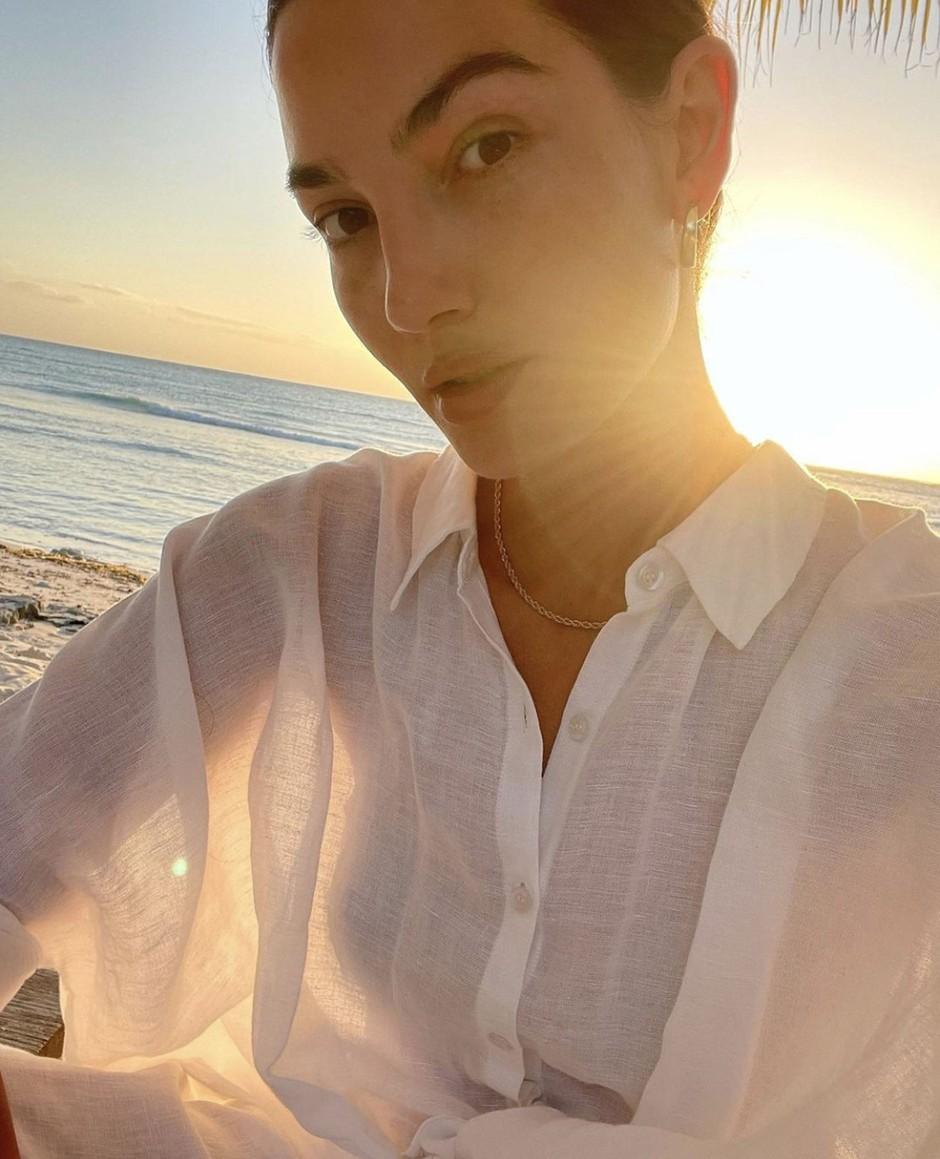 VIDEO: Ula Furlan in modna urednica revije Elle razkrivata  top TRENDE, kako LETOS nositi belo srajco (foto: PROFIMEDIA)