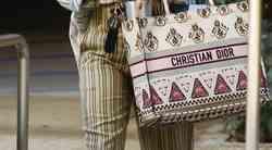 Veš TA kultna torbica Dior? Tvoja je lahko za 20 € (in mi imamo link, kje jo naročiš)
