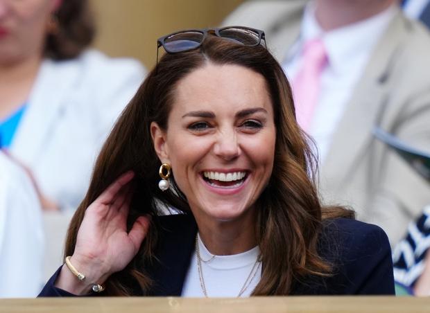 Kraljeva družina je velika ljubiteljica sončnih očal, vojvodinja Kate pa v njih naravnost blesti! Že leta ima izbran svoj najljubši …