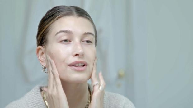 👉Za trik, ki bo rešil tvoj nanos sončne kreme (pa tudi tvoj make up), boš potrebovala zgolj in samo tvoje …