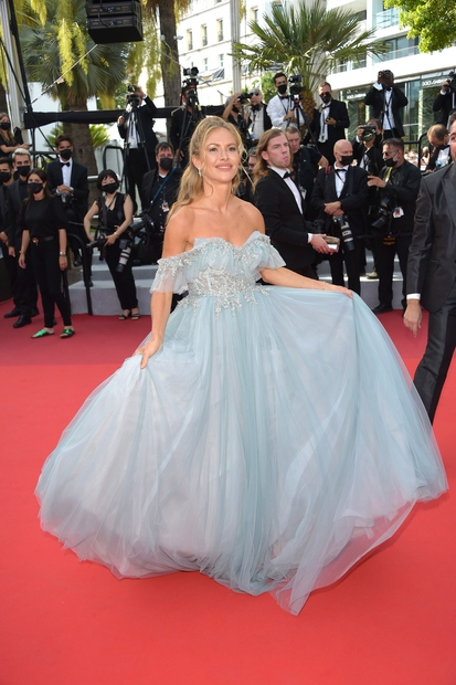 👉UAUUU, Maja Malnar slovenske modne barve zastopa zelo dobro, se strinjaš? Lepotička in najbolj vplivna vplivnica pri nas, ki se …