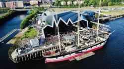 Letošnje poletje zaključi V VELIKEM SLOGU in se odpravi na RIVERSIDE festival na Škotskem