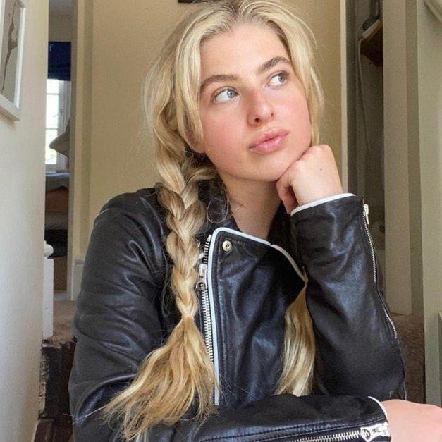 TA jakna iz ZARE je navdušila modne vplivnice (odlična za prehodno obdobje) (foto: Profimedia)