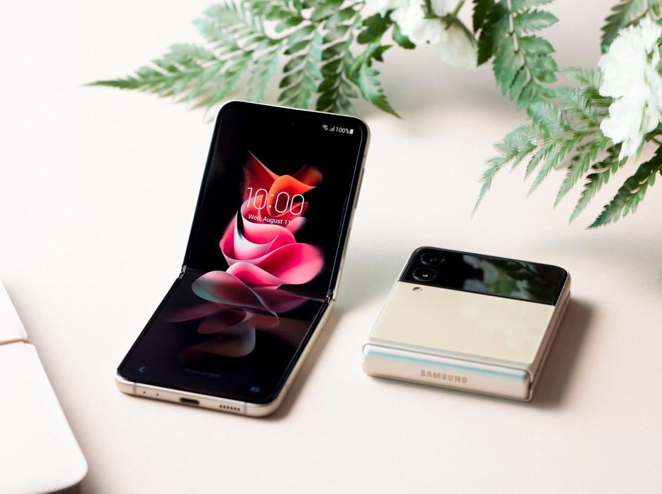 Stopi še ti v prihodnost z novo galaksijo mobilnih telefonov (foto: Samsung)